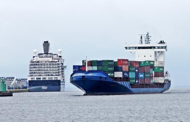 Containerskib møder liner