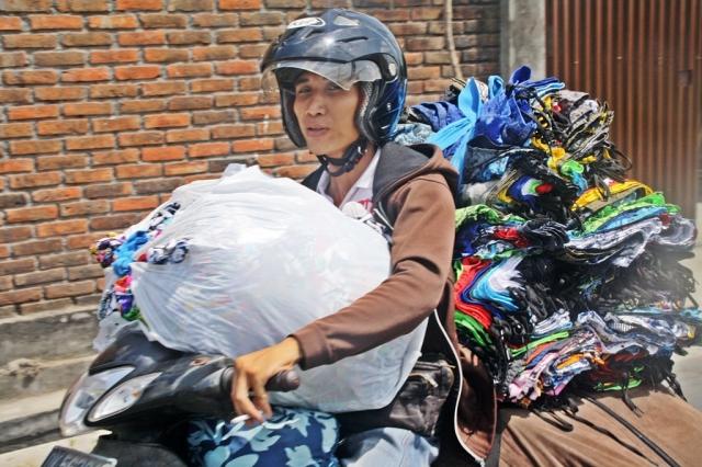 Med varelager på motorcykel